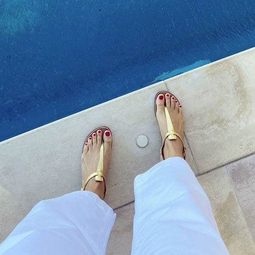 Salomé in gold by the swimming pool rondini